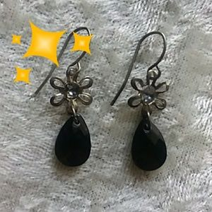 Jewelry - ♦️Want these free?♦️Flower drop earings